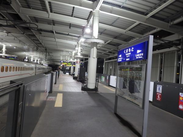 熊本駅はくまモンがお出迎え_f0337554_10155439.jpg