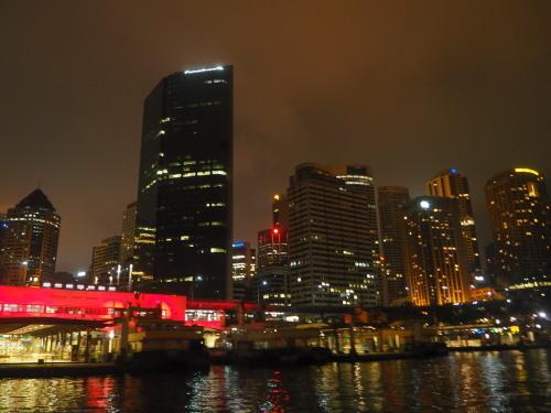 マーケット巡りに夜景!トラム、電車、バス、フェリーフル活用で楽しむシドニー_c0351060_20444366.jpg