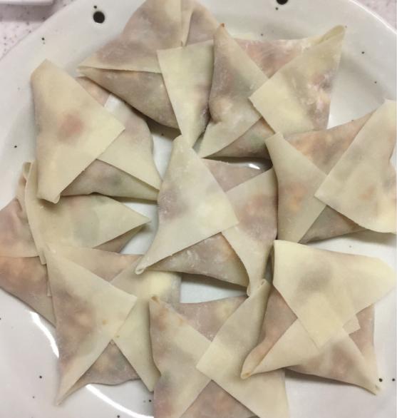 ワンタンの皮で作った四角い餃子。_f0143188_01154321.jpg
