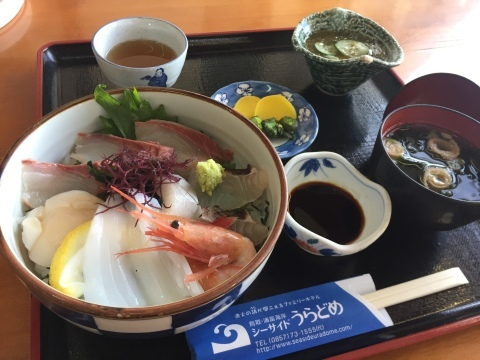 レストランシーサイドうらどめ ご当地海鮮丼_e0115904_00302774.jpg
