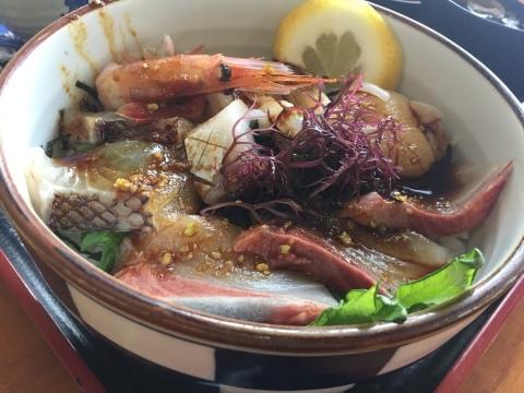 レストランシーサイドうらどめ ご当地海鮮丼_e0115904_00352858.jpg