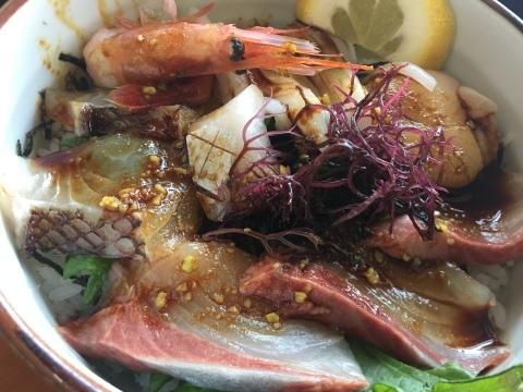 レストランシーサイドうらどめ ご当地海鮮丼_e0115904_00363100.jpg
