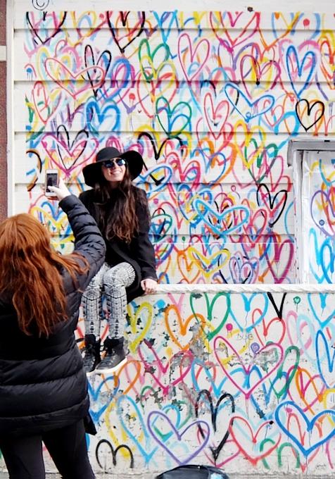 ハートいっぱいのNYの街角アート、「ラブ・ウォール」(Love Wall)が異例の増殖 by HEKTAD_b0007805_6191312.jpg