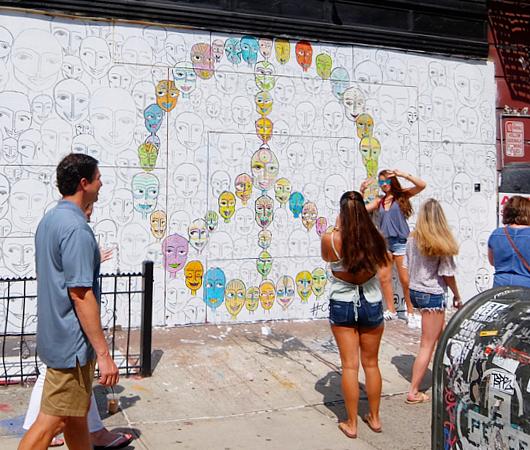 ハートいっぱいのNYの街角アート、「ラブ・ウォール」(Love Wall)が異例の増殖 by HEKTAD_b0007805_6512282.jpg
