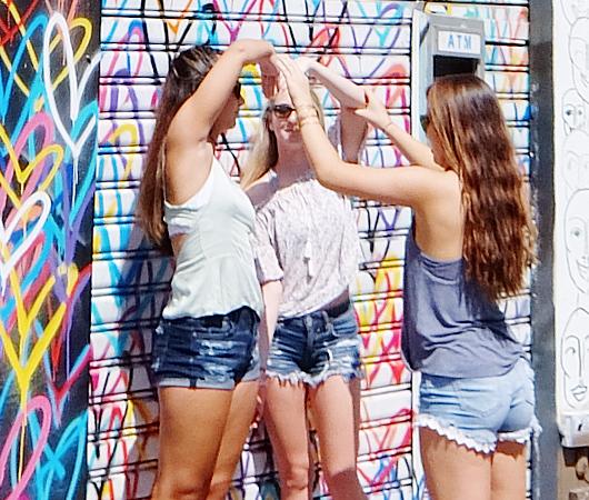 ハートいっぱいのNYの街角アート、「ラブ・ウォール」(Love Wall)が異例の増殖 by HEKTAD_b0007805_6541367.jpg