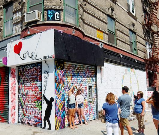 ハートいっぱいのNYの街角アート、「ラブ・ウォール」(Love Wall)が異例の増殖 by HEKTAD_b0007805_656315.jpg