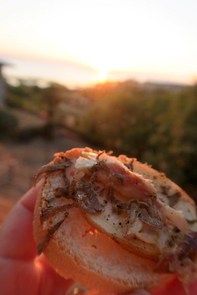夕日美し前菜おいし、イタリア サン・サヴィーノ村祭り2_f0234936_7112319.jpg
