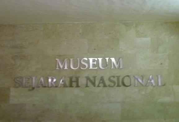 インドネシアその2・歴史博物館・国立博物館・骨董通りへ。_f0181251_15462972.jpg