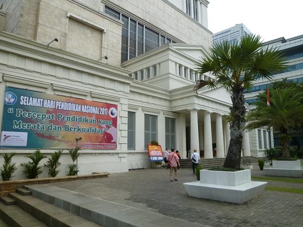 インドネシアその2・歴史博物館・国立博物館・骨董通りへ。_f0181251_1558124.jpg