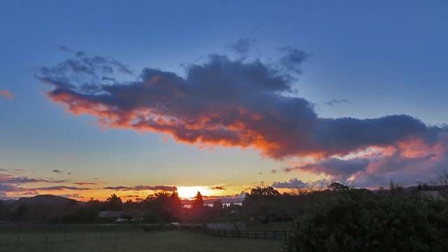 夕日と雲_e0133780_17253839.jpg