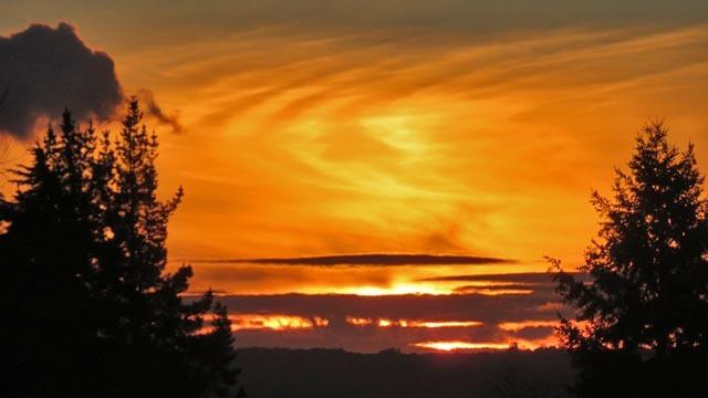 夕日と雲_e0133780_17255627.jpg