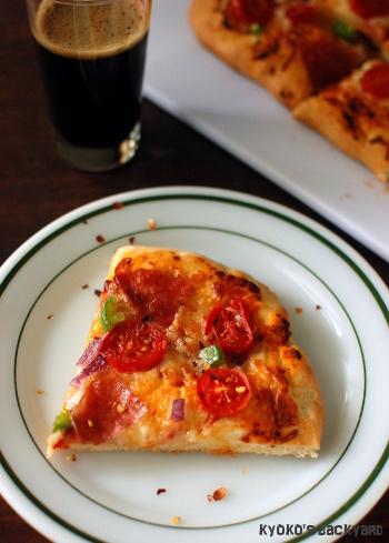 自家製チェリートマトのピザ。洋梨とりんごのパイ。_b0253205_15153595.jpg