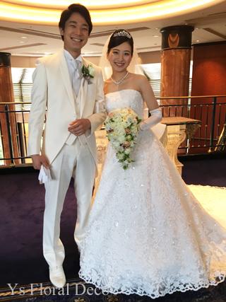 小花や実ものをいれたキャスケードブーケ ウェステインホテル東京さんへ_b0113510_15565724.jpg