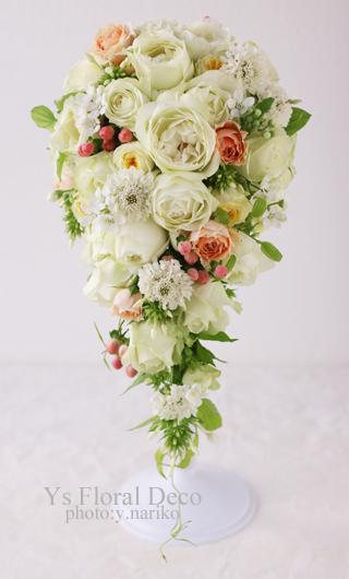 小花や実ものをいれたキャスケードブーケ ウェステインホテル東京さんへ_b0113510_15571125.jpg