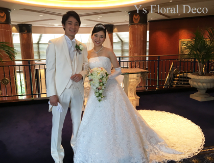 小花や実ものをいれたキャスケードブーケ ウェステインホテル東京さんへ_b0113510_15574277.jpg