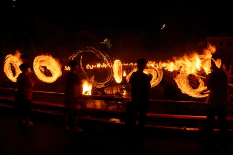湯村の火祭り_c0196076_06375857.jpg