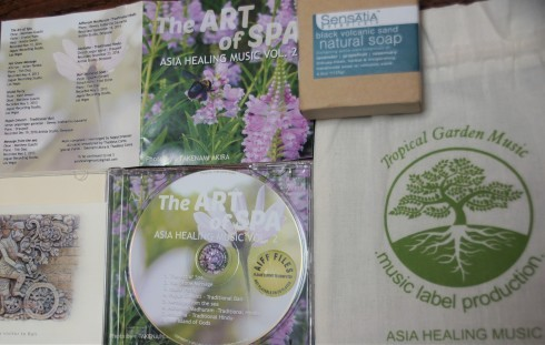 インドネシアの作曲家Dewi Puspitaさんの新CD「The ART of SPA ASIA HEALINGMUSIC VOL.2」_f0006713_21375277.jpg