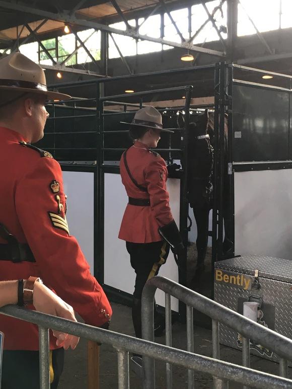 RCMP王立カナダ騎馬警察隊のパフォーマンス_d0129786_15152244.jpg