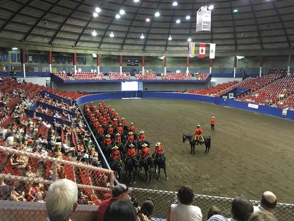 RCMP王立カナダ騎馬警察隊のパフォーマンス_d0129786_15461757.jpg