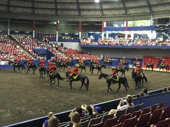 RCMP王立カナダ騎馬警察隊のパフォーマンス_d0129786_16194035.jpg