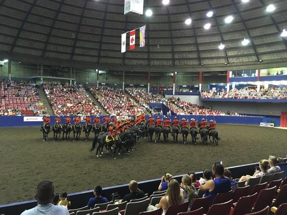 RCMP王立カナダ騎馬警察隊のパフォーマンス_d0129786_16201387.jpg