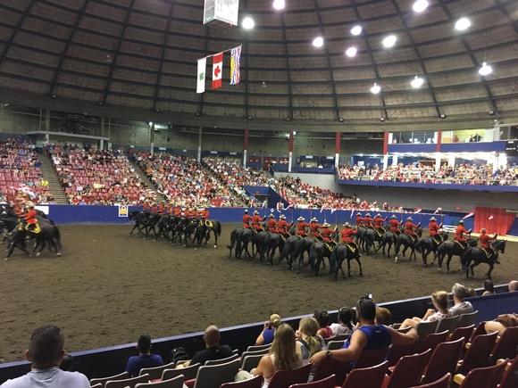 RCMP王立カナダ騎馬警察隊のパフォーマンス_d0129786_16203841.jpg