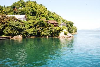 琵琶湖の竹生島にいきました。_c0195909_11445028.jpg