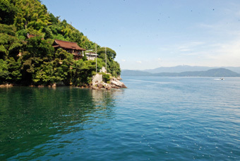 琵琶湖の竹生島にいきました。_c0195909_11445410.jpg