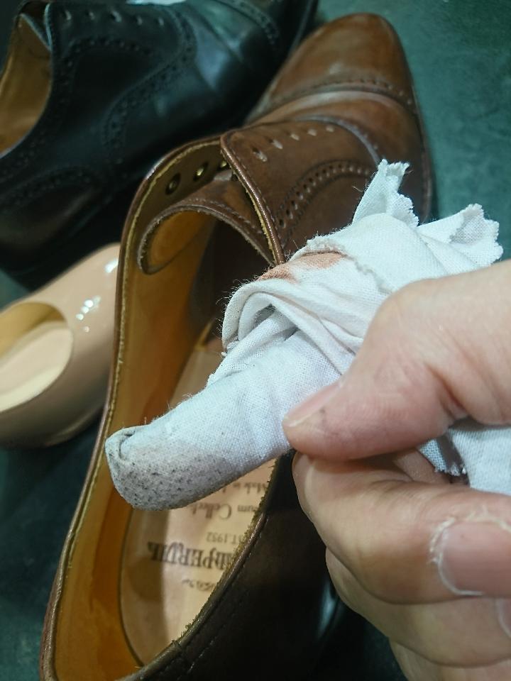 革靴の中底(中敷き)もお手入れできますよ♪_b0226322_12404186.jpg