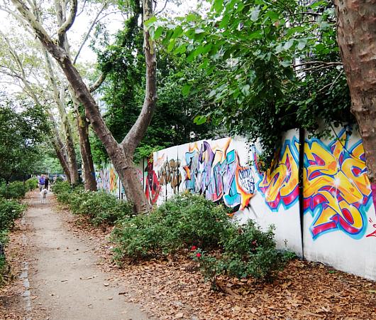 グラフィティだらけのNYの公園、First Street Green Art Park_b0007805_57711.jpg