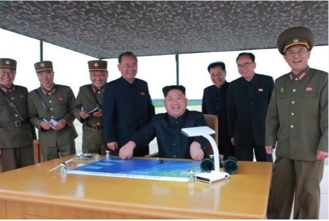北朝鮮の愉快な金正恩とその仲間たち:「電磁パルスでチャーハンを焼いちゃうよ」_a0348309_14294014.png