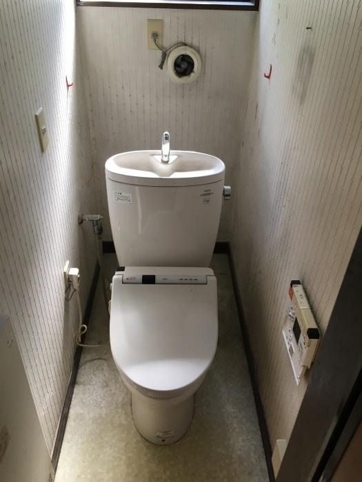 トイレ交換 TOTO タンクレス_e0243413_11541798.jpg