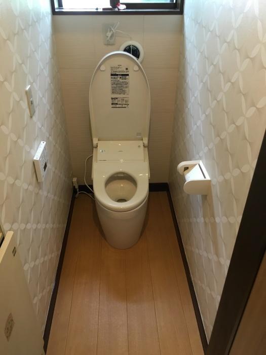 トイレ交換 TOTO タンクレス_e0243413_11552859.jpg