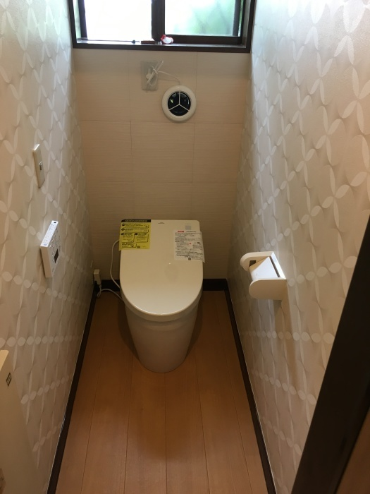 トイレ交換 TOTO タンクレス_e0243413_11553754.jpg