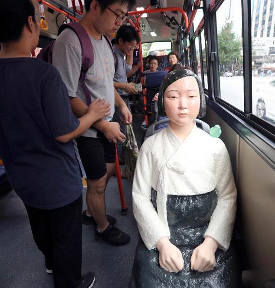 韓国人も呆れる慰安婦像バス_b0017844_08575059.jpg