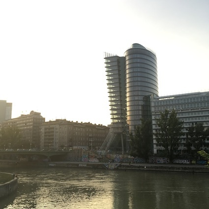 ウィーンのビーチとダンシング・ハウス_d0069964_04493554.jpg