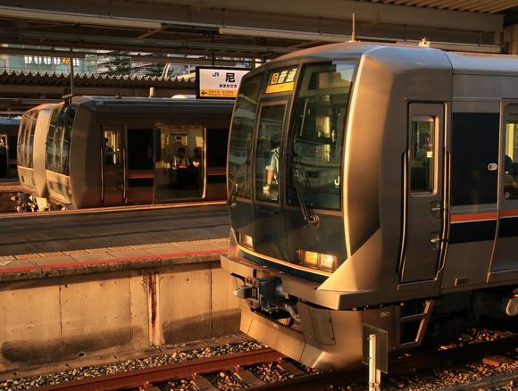 JR尼崎駅 夕方・・・_d0202264_19515552.jpg