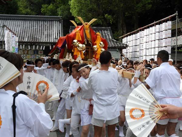 松尾大社 八朔祭おんな神輿_e0048413_21180007.jpg