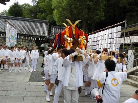 松尾大社 八朔祭おんな神輿_e0048413_21181278.jpg