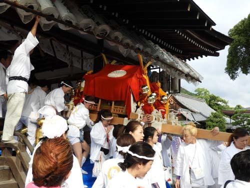 松尾大社 八朔祭おんな神輿_e0048413_21181637.jpg