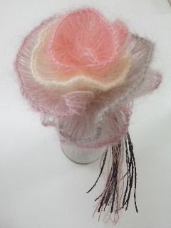 「シルクモヘアで作る バラのコサージュ」_f0084988_1352346.jpg