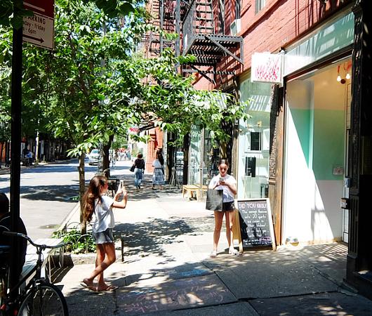 「今風の賑やかなお店」が比較的多い、ノリータ(Nolita)_b0007805_1122088.jpg