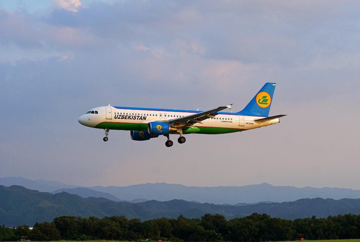 ウズベキスタン航空。_b0044115_8344100.jpg