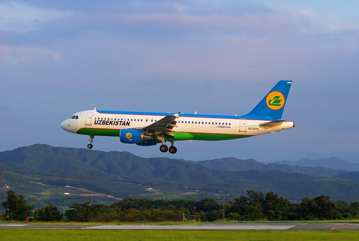 ウズベキスタン航空。_b0044115_8479.jpg