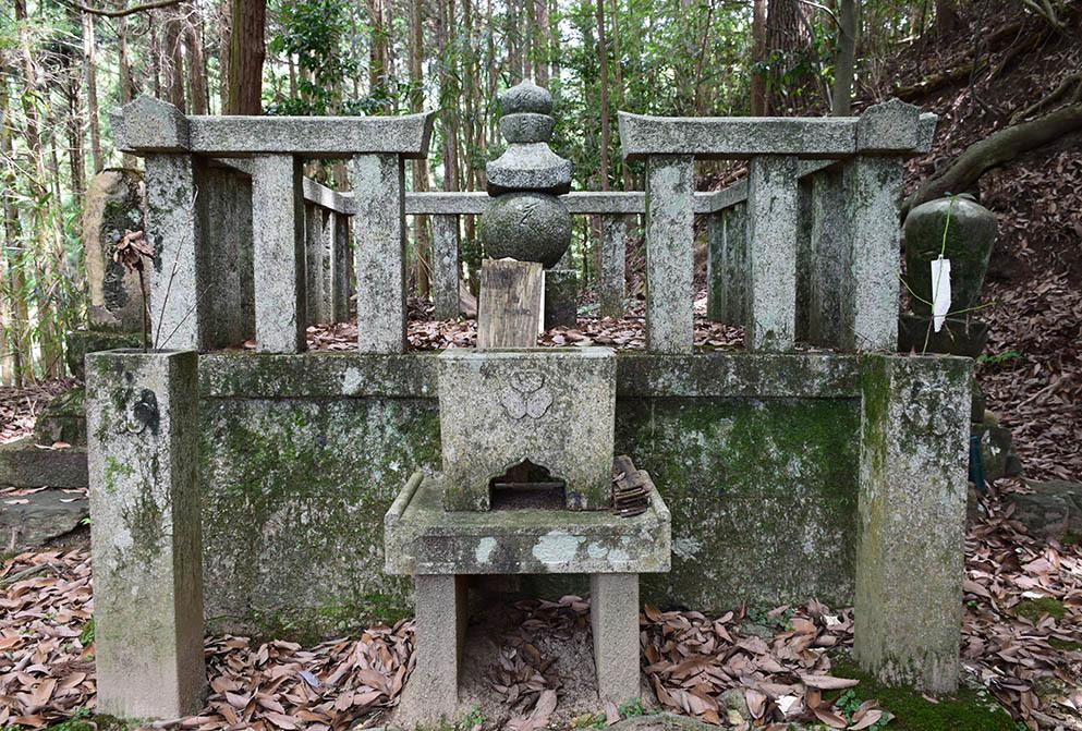 太平記を歩く。 その141 「吉永院宗信法印の墓」 奈良県吉野郡吉野町_e0158128_19380792.jpg