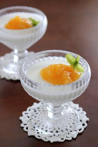 オレンジとヨーグルトのふるふるプリン_a0165538_10565259.jpg