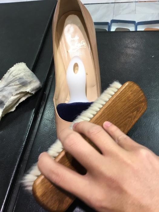 ルブタン エナメル靴のお手入れ_b0226322_14053138.jpg