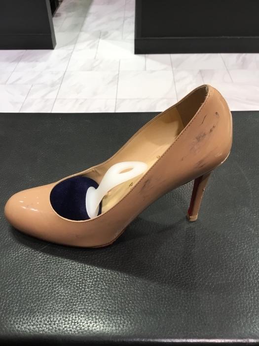 ルブタン エナメル靴のお手入れ_b0226322_14054093.jpg