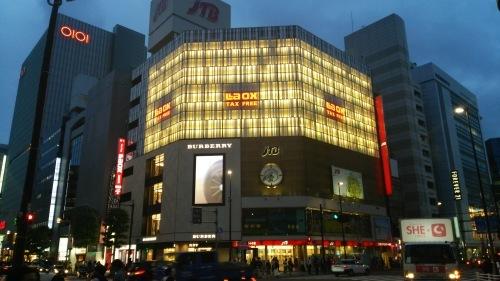 新宿三丁目交差点風景 -光り輝くLAOX-_e0199780_17501913.jpg
