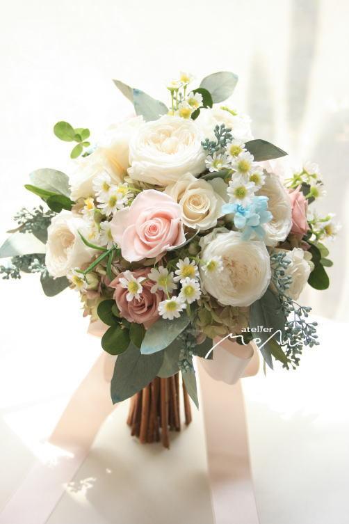 ホワイト&淡いピンクローズのクラッチブーケ!_a0136507_21371677.jpg